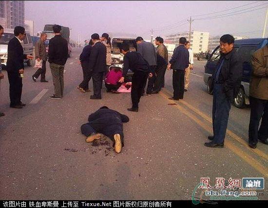 万恶的车祸 小学生被车撞的惨烈一幕