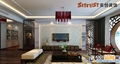 咨询电话 13969618616 咨询QQ1984825882 客厅:颜色绚烂的地毯 设计理念:幽幽古韵,清雅脱俗。 亮点:客厅一旁的展示柜,摆放着精致小巧的饰品,让空间增添奢华感受。