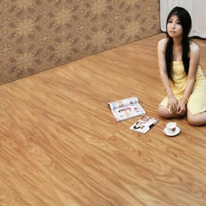 青岛德尔地板-GF05(拉普拉塔檀木)