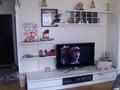 电视背景墙 装修方式:轻工辅料 装修造价:5.5万 设计师:范凯 设计说明:本案时尚简约,色彩清新明快,透露出一股田园小清新的时尚感!