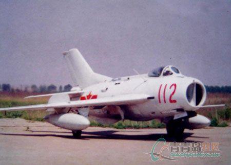 飞机降落在克涅维契军用机场