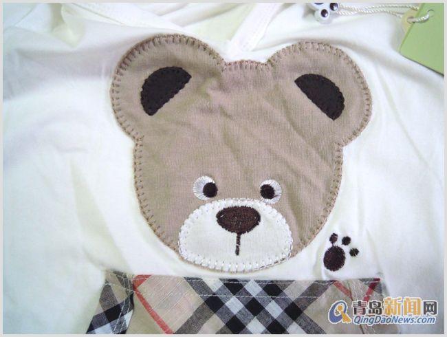 全新 PAW IN PAW 换 米 65 可爱的两只熊掌,顽皮的BeeBee形象这就是来自韩国衣恋集团旗下的童装品牌Paw in Paw。Paw即熊掌,Paw in Paw就是与熊宝宝BeeBee手拉手的意思。 Paw in Paw是一个在韩国广受欢迎的童装品牌,也是韩国最先使用熊作为主角的服装品牌,于2006年9月正式进入中国市场,为2-11岁的小朋友提供舒适可爱的衣裳。Paw in Paw完全释放自我表现,以轻松自由、风格多样的小熊为造型,商品色彩以粉色、蓝色、紫色、绿色为主,分为古典、传统、校
