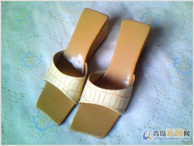 女生 文字 高腰/几乎是新的包装没了 黑底白花高腰靴是38的凉鞋大些应该39吧