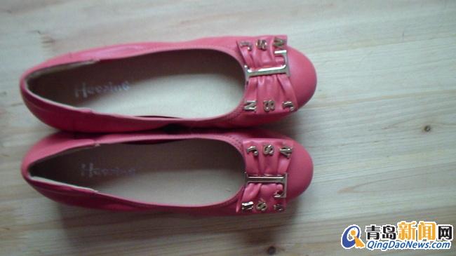 女鞋 有梦有朋友/40码。购买于山东路家乐福二楼豪行专柜,买时接着穿回家不到十...