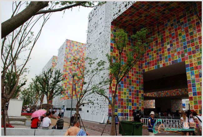 """主题:和谐之城   菲律宾馆.""""人手拼贴画"""".主题:表演中的城市"""