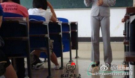 国产偷拍小姨做爱_台湾一女教师穿超低胸上课 自称为学生提神[图]