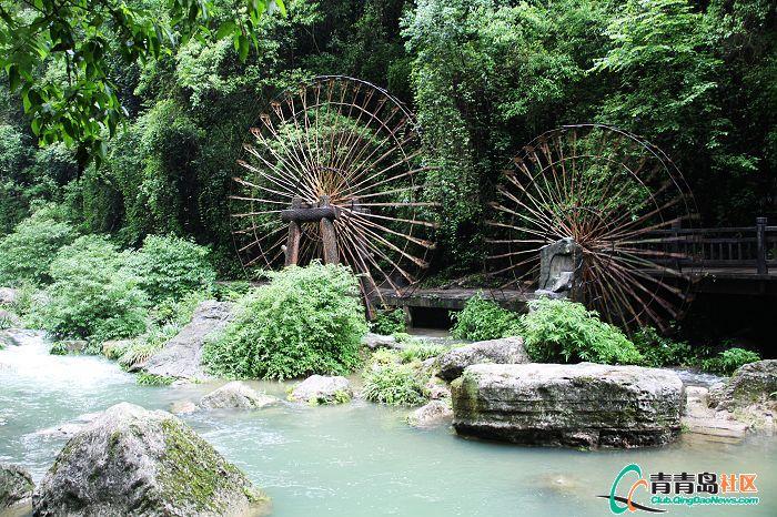 宜昌三峡/纯粹作为景观的水车,纯体竹子编制独有特色。左侧的小船怎么坐...
