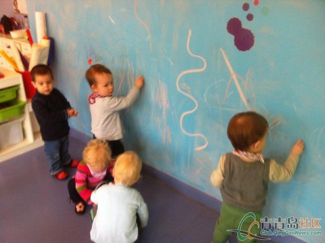 德国幼儿园孩子画画-青青岛社区