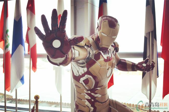 馆内展出的钢铁侠是电影中钢铁侠1:1比例的