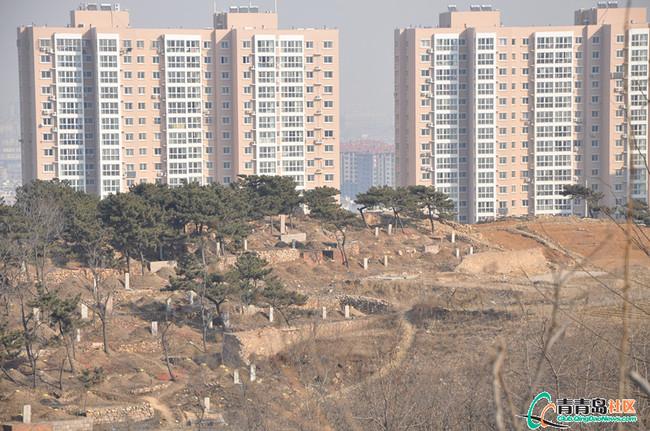 住宅前面有墓地