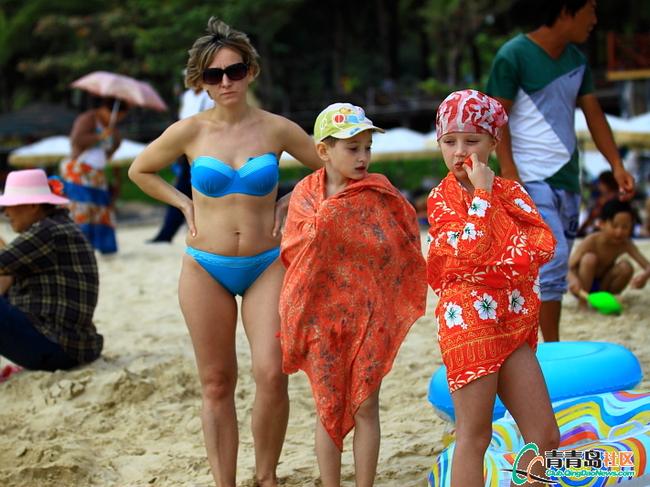 三亚海滩拍俄罗斯美女