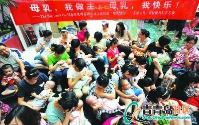 一群图片在集体里妈妈喂奶(图)拥抱动态的商厦包表情爱图片