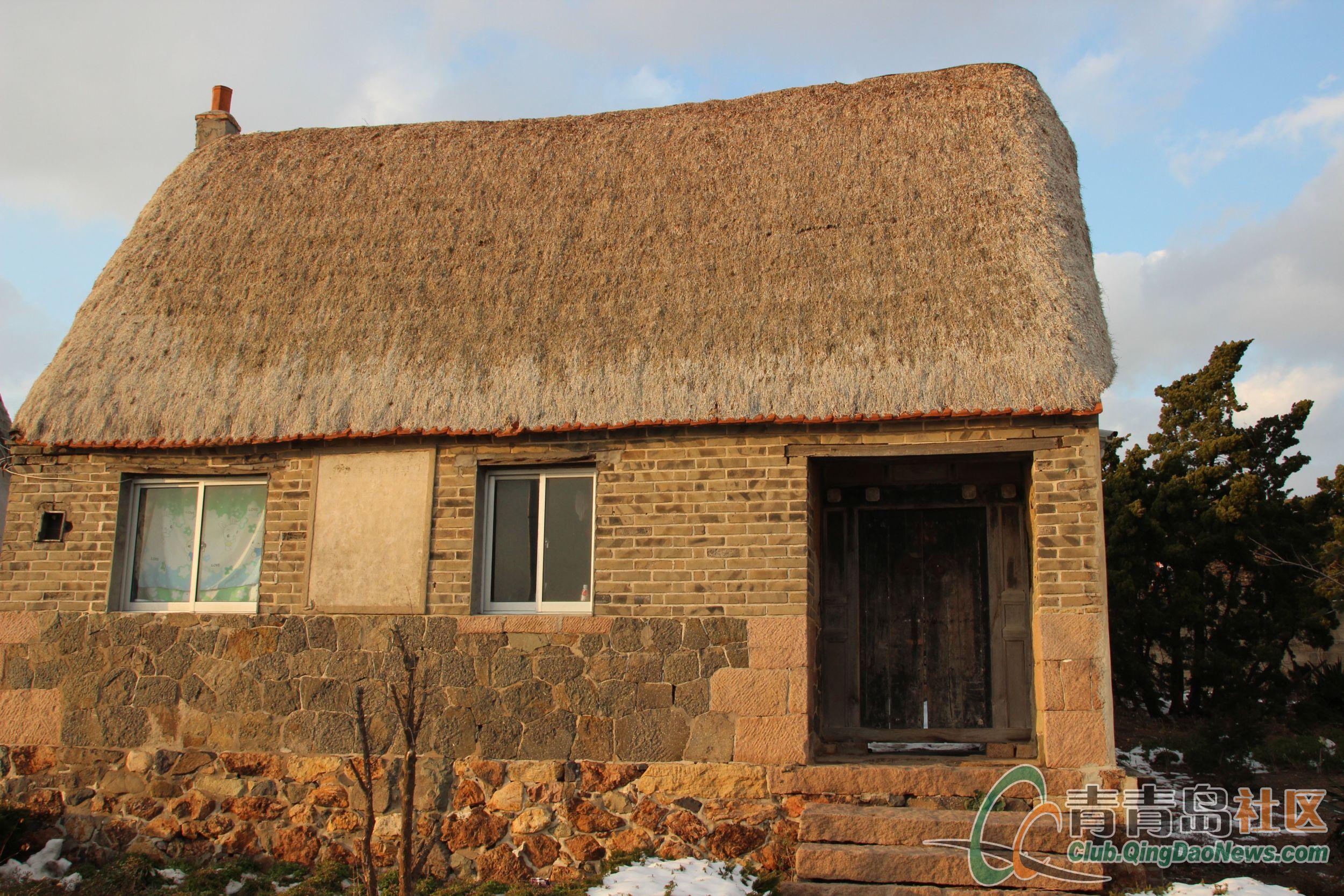 可爱的海草房象极了童话故事里白雪公主的小木屋