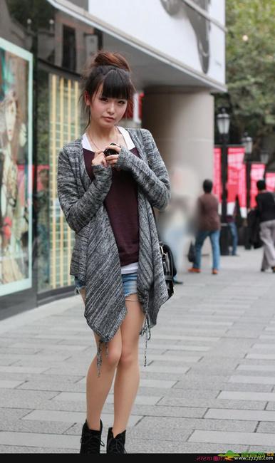 街拍校花超短裙清纯照图片