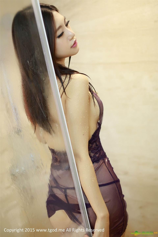 绮理嘉_绮里嘉紫色睡衣浴室性感图片